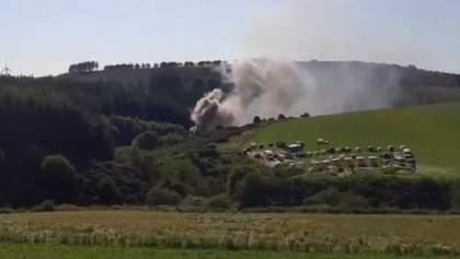 У Шотландії пасажирський поїзд зійшов з рейок і загорівся: моторошне відео