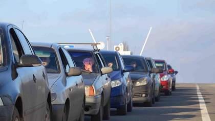 На кордоні з Угорщиною утворились кілометрові черги: фото