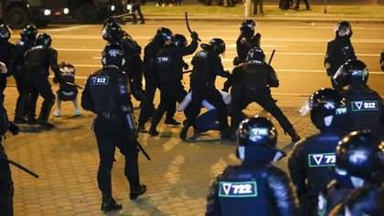 """Куля в легені та шиї, з рота йшла кров: як силовики """"вбивали"""" мітингарів на протестах у Мінську"""
