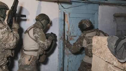 ФСБ задержала якобы украинского добровольца в оккупированном Крыму: видео