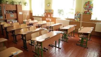 Наклейки-указатели на партах и маршруты движения: как в школах Черновцов готовятся к 1 сентября