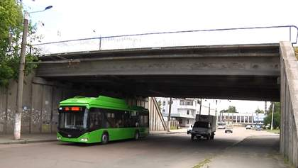 Міст, що з'єднує Житомир з Києвом, тріщить по швах: шокуючі кадри
