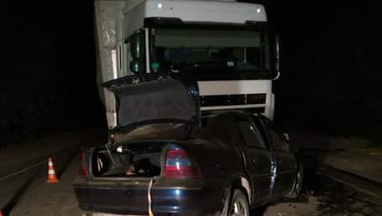 На Миколаївщині не розминулись вантажівка та легковик: є загиблі та поранені – фото