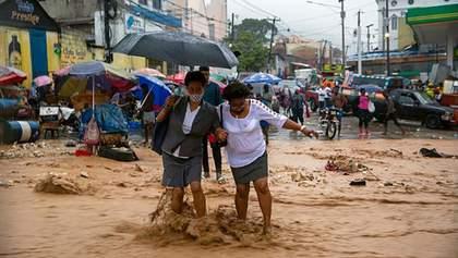 Разрушительный шторм Лаура и ураган Марко бушевали на Карибах: есть погибшие – видео