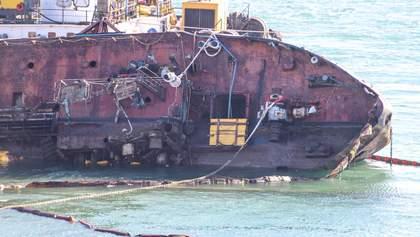 Перша перемога: сумнозвісний танкер  Delfi вдалося частково вирівняти – фото, відео