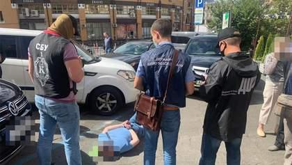 Чиновника ДСНС зловили на хабарі у 70 тисяч доларів: фото
