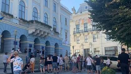 В Черновцах протестуют против усиления карантина: детали, фото