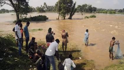 Смертельна повінь накрила Індію, 17 загиблих: шокуючі фото та відео