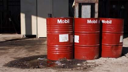 Курс доллара и рынок нефти: Brent и WTI дорожают на фоне стремительного падения валюты США