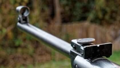 В Хмельницкой области 8-летний мальчик попал в сестру из винтовки