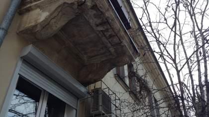 З балкону впала цеглина: хто винний і що робити?