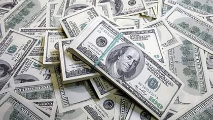 """Стоит ли уже покупать доллары и почему нельзя хранить валюту """"в подушке"""": советы эксперта"""