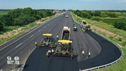 """Українці назвали пріоритетом """"Великого будівництва"""" ремонт доріг"""