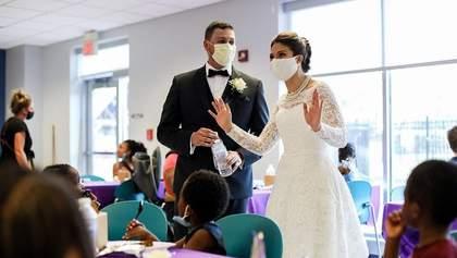 Наречені організували незвичне застілля на своєму весіллі та викликали захват у мережі