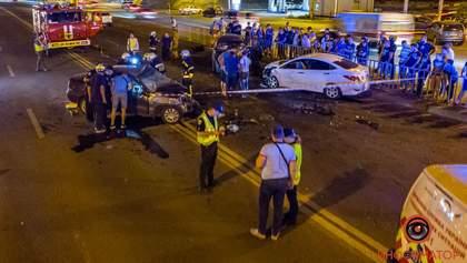 Страшна ДТП за участю 4 авто в Дніпрі: одного водія затиснуло в машині, є загиблі – фото, відео