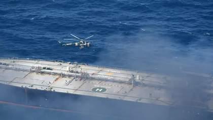 Біля берегів Шрі-Ланки четвертий день горить танкер з нафтою: є постраждалі