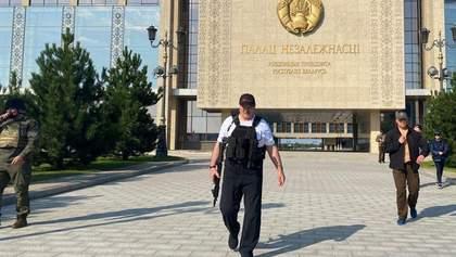 Лукашенко пояснив, чому гуляв з автоматом у Мінську