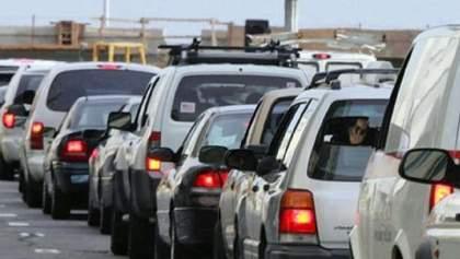 На кордоні з Угорщиною величезна черга з автомобілів: причина