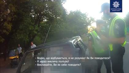 Ти не ти, коли голодний: у Маріуполі жінка з'їла постанову поліції, щоб не платити штраф – відео