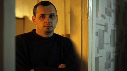 Сенцов зізнався, що банка, яку подарував Зеленському, була з портретом Порошенка
