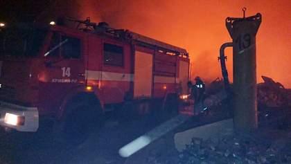 У Кривому Розі – масштабна пожежа на сміттєвому полігоні: її видно з різних кінців міста