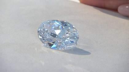 Рідкісний діамант виставили на продаж у Канаді: вражаючі фото
