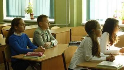 Уроки на подвір'ї та позови до суду: як навчають дітей в червоній зоні у Тернополі