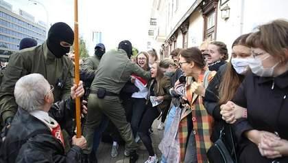 Марш жінок і сутички з силовиками: що відбувається в Білорусі 12 вересня – фото, відео