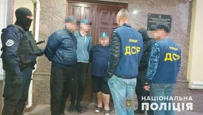 Пытали людей и транслировали это в сети: в Бердичеве разоблачили криминальных блогеров
