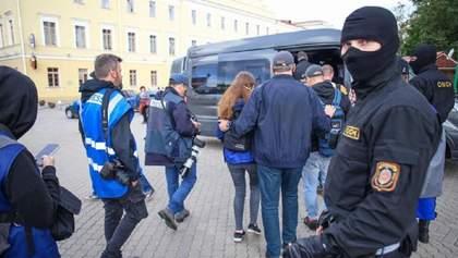 В Беларуси будут судить двух оппозиционных журналистов