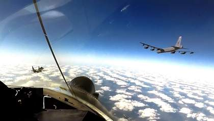 Американские стратегические бомбардировщики В-52 снова в украинском небе: фото