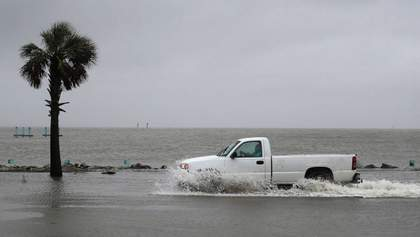 Ураган Саллі у США: пів мільйона американців залишилися без світла – фото й відео