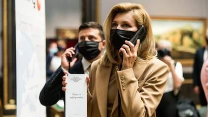 В коричневом костюме: Елена Зеленская покорила безупречным образом – фото