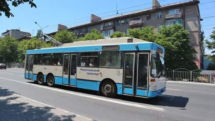 Житель Мариуполя устроил погром в троллейбусе из-за защитной маски