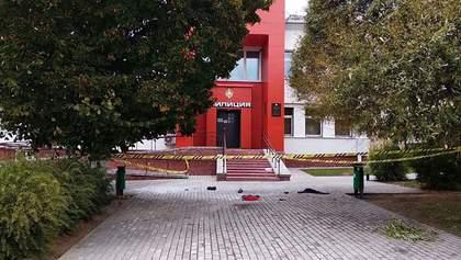 У Білорусі чоловік підпалив себе біля міліцейського відділку: відео