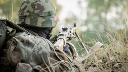Обстріли бойовиків та поранення українського бійця від вибухівки: як минула доба на Донбасі