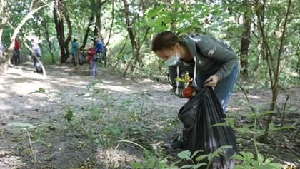 В Украине присоединились к Всемирному дню уборки: фото