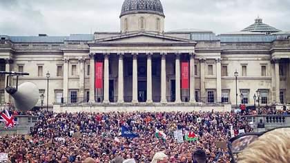 """Столкновения в Лондоне: тысячи """"коронаскептиков"""" вышли на протест против карантина – видео, фото"""
