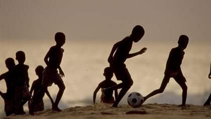 Трагедия в Гане: восемь футболистов погибли после падения автобуса в реку – фото
