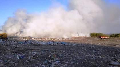 На Житомирщині горить сміттєзвалище: є загроза лісової пожежі – фото