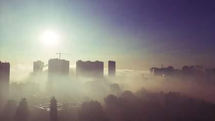 Важко дихати: Дарницький район Києва накрило смогом через пожежу на сміттєзвалищі – відео