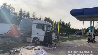 Масштабна ДТП сталася на Хмельниччині: постраждали багато людей – фото