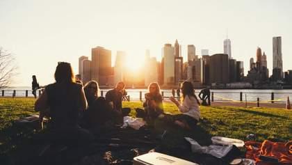 Люди почуваються щасливішими з друзями, ніж з сім'єю: цікаве дослідження