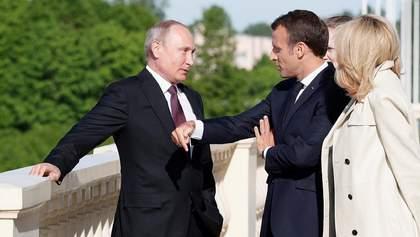 """Путін переконував Макрона, що Навальний міг сам прийняти """"Новачок"""", той вже відреагував"""