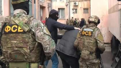"""Экстремист"""": ФСБ схватила в Крыму украинца за раздачу листовок"""