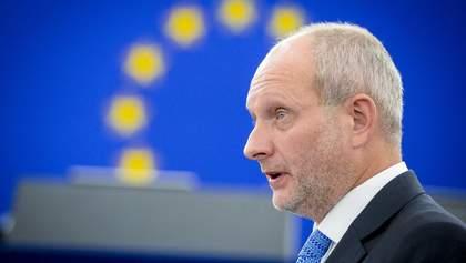 Мы будем следить очень внимательно, – посол ЕС об угрозе отмены безвиза с Украиной