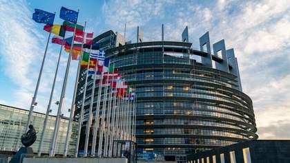 """Ризик втрати підтримки ЄС та МВФ: як """"Слуги народу"""" брешуть про безвіз"""