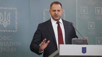 Новый день – новый фейк: Ермак прокомментировал слухи о взятке от России