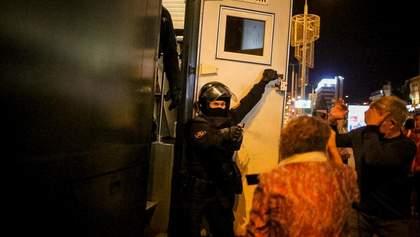 Люди из окон кричали коды к подъездам: как в Минске спасали протестующих