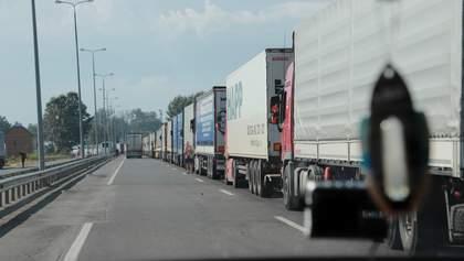 Черги з вантажівок утворилися на західному кордоні України: фото та відео
